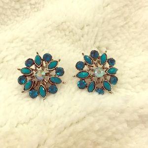 Green sparkly flower earrings, EUC